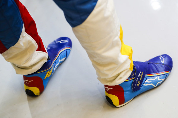 Special edition boots for Fernando Alonso's, McLaren, last race