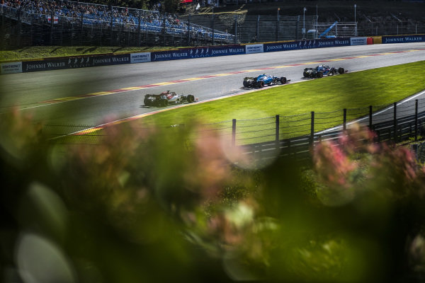 Pierre Gasly, Toro Rosso STR14, leads Robert Kubica, Williams FW42, and Kimi Raikkonen, Alfa Romeo Racing C38