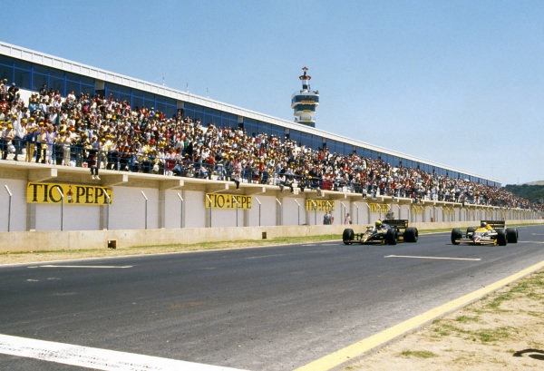 Race winner Ayrton Senna (BRA) Lotus 98T (left) beats Nigel Mansell (GBR) Williams FW11, by 0.014s making it the second closest finish of all time. Spanish Grand Prix, Rd2, Jerez, Spain, 13 April 1986.