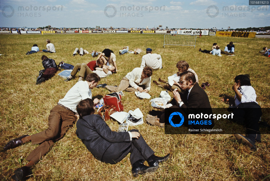 Spectators eat their lunch.