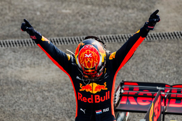 Autodromo Hermanos Rodriguez, Mexico City, Mexico. Sunday 29 October 2017. Max Verstappen, Red Bull Racing wins the Mexican Grand Prix. World Copyright: Zak Mauger/LAT Images  ref: Digital Image _56I6686