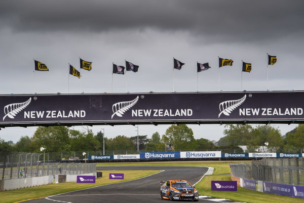 2017 Supercars Championship Round 14.  Auckland SuperSprint, Pukekohe Park Raceway, New Zealand. Friday 3rd November to Sunday 5th November 2017. James Courtney, Walkinshaw Racing.  World Copyright: Daniel Kalisz/LAT Images  Ref: Digital Image 031117_VASCR13_DKIMG_0268.jpg