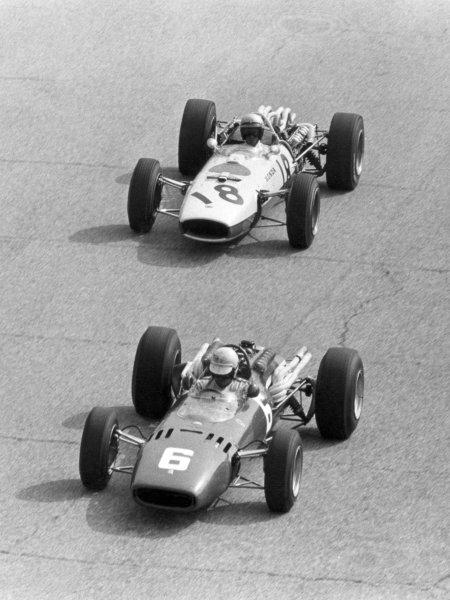 1966 Italian Grand Prix.Monza, Italy. 4 September 1966.Ludovico Scarfiotti, Ferrari 312, 1st position, leads Richie Ginther, Honda RA273, retired, action.World Copyright: LAT PhotographicRef: Motor b&w print