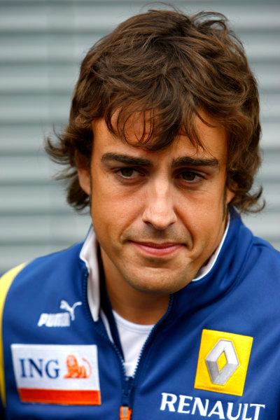Spa Francorchamps, Spa, Belgium.4th September 2008.Fernando Alonso, Renault R28. Portrait.World Copyright: Charles Coates/LAT Photographicref: Digital Image _26Y3945
