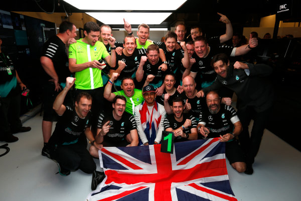 Circuit of the Americas, Austin, Texas, United States of America.  Sunday 25 October 2015. Lewis Hamilton, Mercedes AMG, 1st Position, and the Mercedes team celebrate victory. World Copyright: Charles Coates/LAT Photographic ref: Digital Image _J5R5391