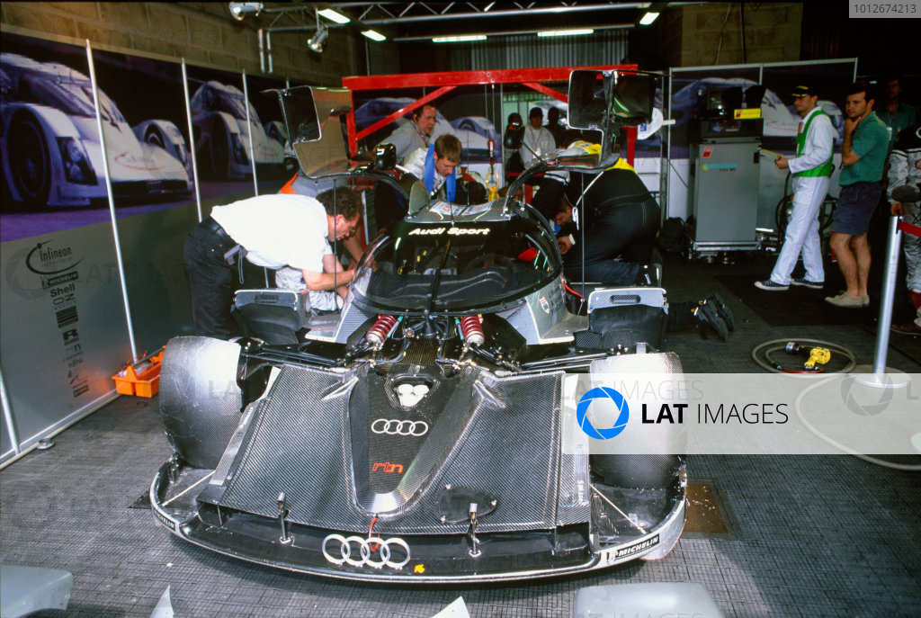 Le Mans, France. 12th - 13th June 1999.Andy Wallace/James Weaver/Perry McCarthy (Audi R8 Coupe), retired, in the pits, action.World Copyright: LAT Photographic.Ref:  Colour Transparency.