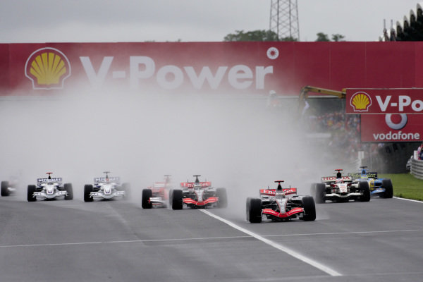 Kimi Räikkönen, McLaren MP4-21 Mercedes leads Pedro de la Rosa, McLaren MP4-21 Mercedes at the start of the wet race.