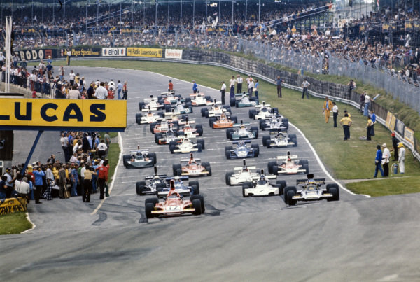Pole sitter Niki Lauda, Ferrari 312B3 leads the field for the formation lap.