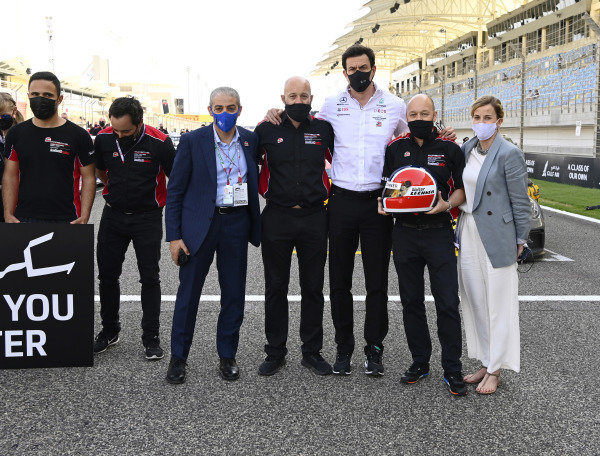 a minutes silence for Walter Lechner at the Bahrain GP with Toto and Suzie Wolfe