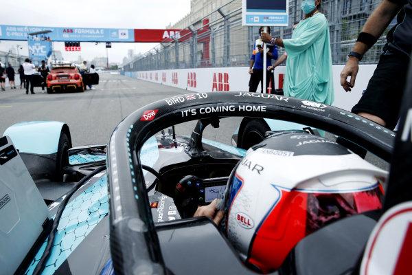 Sam Bird (GBR), Jaguar Racing, Jaguar I-TYPE 5, on the grid for the start