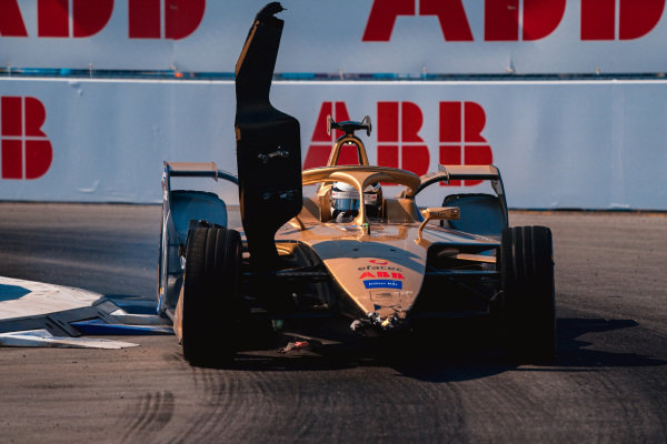 Andre Lotterer (DEU), DS TECHEETAH, DS E-Tense FE19 with damage to his front wing