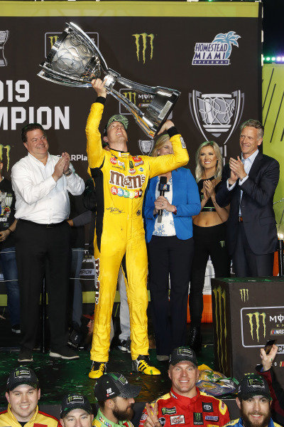 #18: Kyle Busch, Joe Gibbs Racing, Toyota Camry M&M's, champion, podium, trophy, with Ed Laukes and Steve Phelps