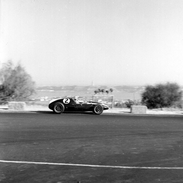 1959 Portuguese Grand Prix.Monsanto, Lisbon, Portugal.21-23 August 1959.Masten Gregory (Cooper T51 Climax) 2nd position.Ref-4824.World Copyright - LAT Photographic