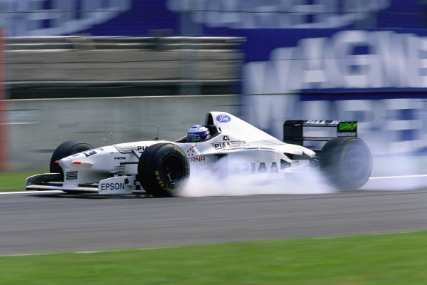 Mika Salo, Tyrrell 025 Ford, locks his inside front brake.