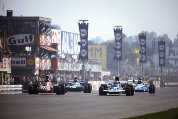 Ronnie Peterson, March 711 Ford alongside Mike Hailwood, Surtees TS9 Ford with François Cevert, Tyrrell 002 Ford and Chris Amon, Matra MS120B behind.