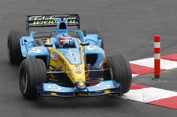 2004 Monaco Grand Prix - Thursday Practice,Monaco. 20th May 2004 Fernando Alonso, Renault R24, action.World Copyright: Steve Etherington/LAT Photographic ref: Digital Image Only