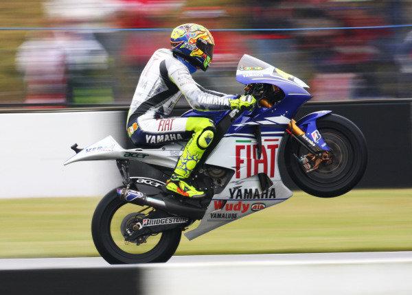 Donington Park, England. 20th-22nd June 2008. Valentino Rossi, Fiat Yamaha Team, action.World Copyright: Kevin Wood/LAT Photographic ref: Digital Image