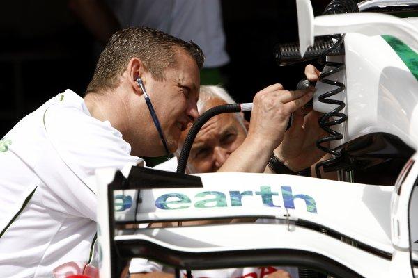 2008 Monaco Grand Prix - WednesdayMonte Carlo, Monaco.21st May 2008.Honda mechanics work on an RA108 front wing.World Copyright: Andrew Ferraro/LAT Photographic.ref: Digital Image _H0Y2609