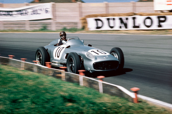 Aintree, England. 14-16 July 1955. Juan Manuel Fangio (Mercedes-Benz W196) 2nd position. Ref-55 GB 07. World Copyright - LAT Photographic