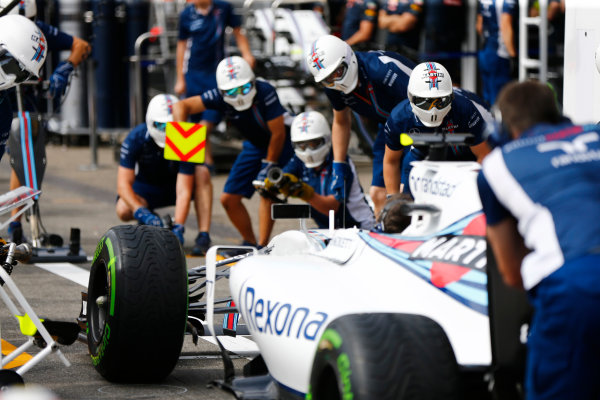 Hockenheim, Germany. Thursday 28 July 2016. Williams mechanics undertake a practice pit stop. World Copyright: Andy Hone/LAT Photographic ref: Digital Image _ONZ4812