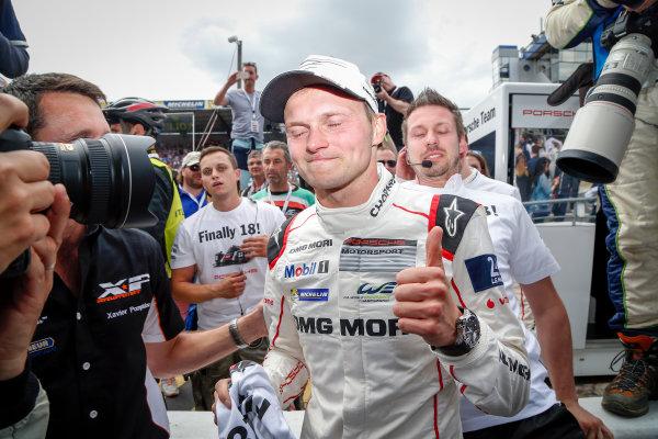2016 Le Mans 24 Hours. Circuit de la Sarthe, Le Mans, France. Porsche Team / Porsche 919 Hybrid - Romain Dumas (FRA), Neel Jani (CHE), Marc Lieb (DEU).  Sunday 19 June 2016 Photo: Adam Warner / LAT ref: Digital Image _L5R7694
