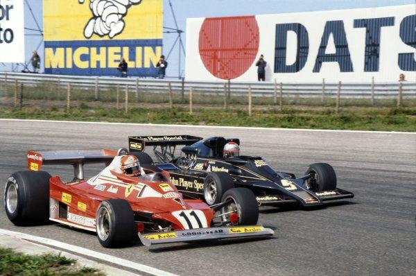 1977 Dutch Grand Prix.Zandvoort, Holland. 26-28 August 1977.Niki Lauda (Ferrari 312T2) 1st position battles with Mario Andretti (Lotus 78 Ford).World Copyright - LAT Photographic.Ref-77 HOL 06.
