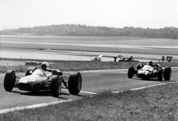 1966 French Grand Prix.Reims, France. 3 July 1966.Bob Anderson, Brabham BT11-Climax, 7th position, leads Chris Amon, Cooper T81-Maserati, 8th position, action.World Copyright: LAT Photographic