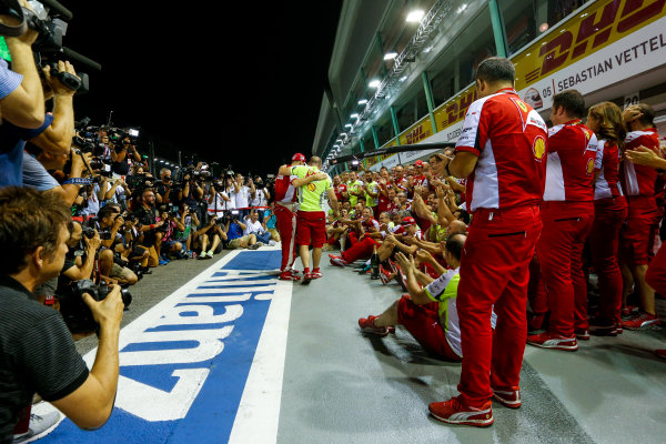 Marina Bay Circuit, Singapore. Sunday 20 September 2015. Sebastian Vettel, Ferrari, 1st Position, Kimi Raikkonen, Ferrari, 3rd Position, and the Ferrari team celebrate a double podium result. World Copyright: Alastair Staley/LAT Photographic ref: Digital Image _R6T7506