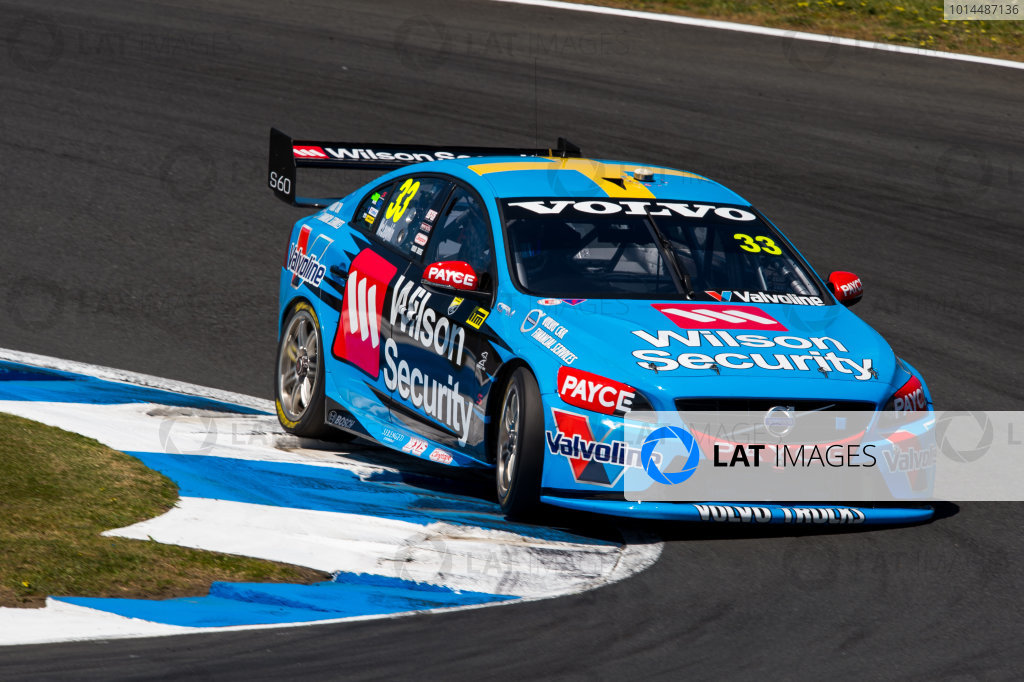 2015 V8 Supercars Round 12. Auckland 500, Pukekohe Park Raceway, Auckland, New Zealand. Friday 6th November - Sunday 8th November 2015. Scott McLaughlin drives the #33 Wilson Security Racing GRM Volvo. World Copyright: Daniel Kalisz/LAT Photographic  Ref: Digital Image V8SCR12_AUCKLAND500_DKIMG1199.JPG