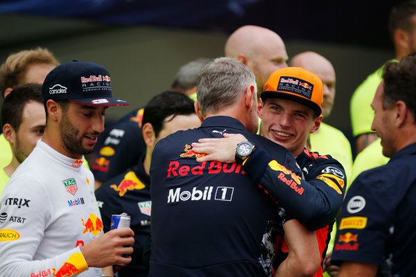 Sepang International Circuit, Sepang, Malaysia. Sunday 01 October 2017. Max Verstappen, Red Bull Racing, celebrates victory with team members, including Daniel Ricciardo, Red Bull Racing, and Christian Horner, Team Principal, Red Bull Racing.  World Copyright: Zak Mauger/LAT Images  ref: Digital Image _X0W9252