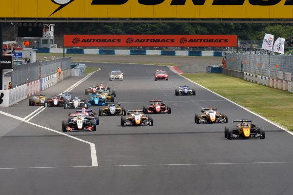 2017 Japanese Formula 3 Championship. Okayama, Japan. 27th - 28th May 2017. Rd 8 & 9. Rd 8 Start of the race action World Copyright: Yasushi Ishihara / LAT Images. Ref: 2017JF3_Rd8_001