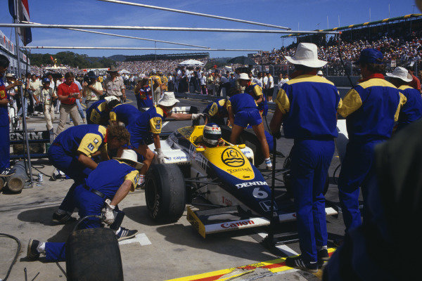 Adelaide, Australia. 1-3 November 1985. Keke Rosberg (Williams FW10 Honda) takes a pitstop on the way to 1st position. Ref: 85 AUS 23. World Copyright - LAT Photographic