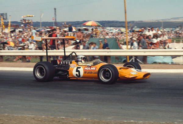 1969 South African Grand Prix.Kyalami, South Africa.27/2-1/3 1969.Denny Hulme (McLaren M7A Ford) 3rd position.Ref-69 SA 35.World Copyright - LAT Photographic