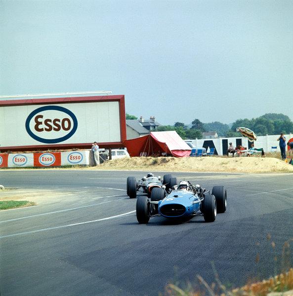 1967 French Grand Prix.Bugatti Circuit, Le Mans, France.30/6-2/7 1967.Guy Ligier (Cooper T81 Maserati).Ref-67 FRA MF01.World Copyright - LAT Photographic