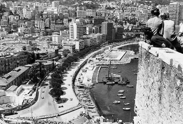 1965 Monaco Grand Prix.Monte Carlo, Monaco. 30 May 1965.Spectators watch the early laps of the grand prix. The new swimming pool section is as yet not used.World Copyright LAT PhotographicPublished Autocar 11/06/65