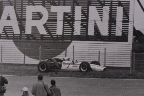 1968 Dutch Grand Prix.Zandvoort, Holland. 23 June 1968.John Surtees, Honda RA301, retired, accident, action.World Copyright: LAT PhotographicRef: Motor b&w print