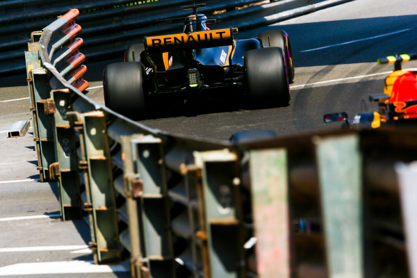 Monte Carlo, Monaco. Thursday 25 May 2017. Nico Hulkenberg, Renault R.S.17, leads Max Verstappen, Red Bull Racing RB13 TAG Heuer. World Copyright: Charles Coates/LAT Images ref: Digital Image AN7T2926