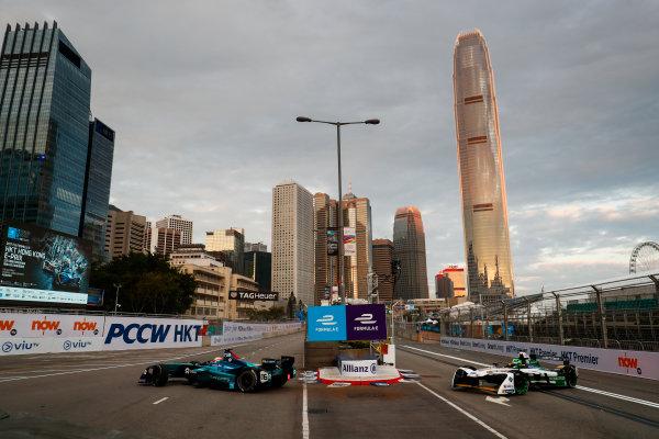 2017/2018 FIA Formula E Championship. Round 1 - Hong Kong, China. Saturday 02 December 2017. Oliver Turvey (GBR), NIO Formula E Team, NextEV NIO Sport 003, leads Lucas Di Grassi (BRA), Audi Sport ABT Schaeffler, Audi e-tron FE04. Photo: Sam Bloxham/LAT/Formula E ref: Digital Image _J6I3740