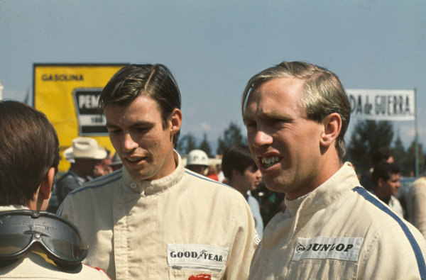 Mexico City, Mexico. 20 - 22 October 1967.  Chris Irwin (Reg Parnell Racing) and Mike Spence (BRM/Owen Racing Org.) talking to Jackie Stewart (BRM/Owen Racing Org.).  Ref: 67MEX02. World Copyright: LAT Photographic