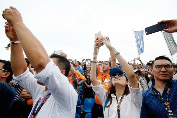 2016/2017 FIA Formula E Championship. Hong Kong ePrix, Hong Kong, China. Sunday 09 October 2016. Fans watch the race. Photo: Adam Warner/LAT/Formula E ref: Digital Image _L5R8152