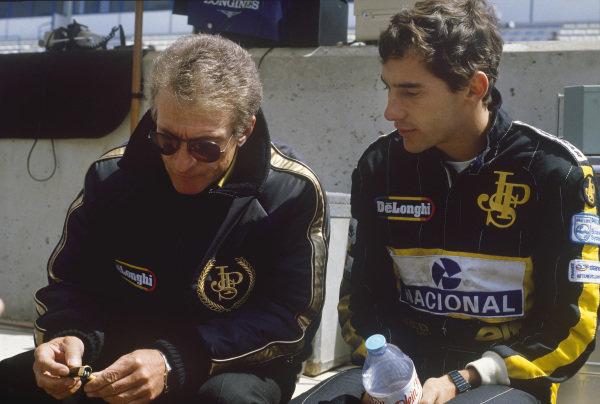 1986 Spanish Grand Prix.  Jerez, Spain. 11th - 13th April 1986. Ayrton Senna (Lotus 98T-Renault), 1st position, talks with Gerard Ducarouge, portrait. World Copyright: LAT Photographic. Ref:  86ESPb
