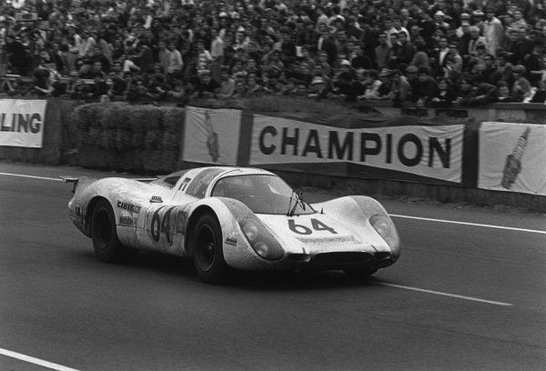 Le Mans, France. 14-15 June 1969.Hans Herrmann/Gerard Larrousse (Porsche 908), 2nd position, action.World Copyright: LAT PhotographicRef: 2521 - 35A-36.