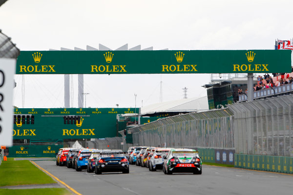 2014 V8 Supercars. Albert Park, Melbourne, Australia. Race 4. Sunday 16 March 2014. The pack charges toward the first corner at the start. World Copyright: Sam Bloxham/LAT Photographic. ref: Digital Image _G7C2284