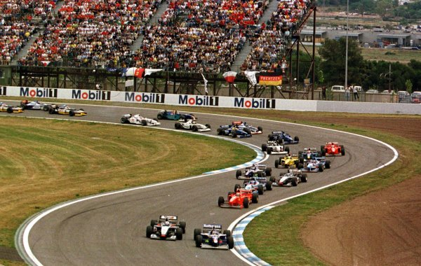 1997 Spanish Grand Prix.Catalunya, Barcelona, Spain.23-25 May 1997.David Coulthard (McLaren MP4/12 Mercedes-Benz) and Jacques Villeneuve (Williams FW19 Renault) lead at the start. Villeneuve finished in 1st position.World Copyright - Leicester/LAT Photographic
