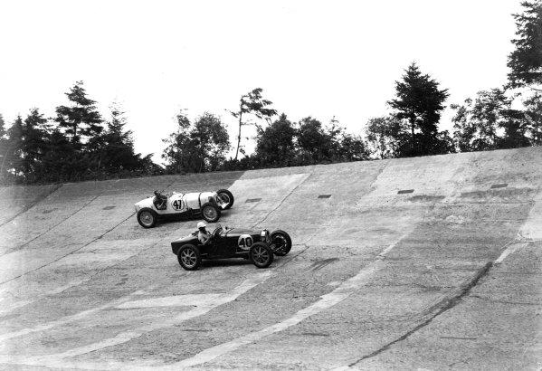 Brooklands, Great Britain.Arthur C Dobson (Bugatti, number 40) leads Buddy Featherstonhaugh (Maserati).Ref-Motor 766/36.World Copyright - LAT Photographic