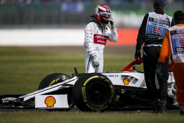 Kimi Raikkonen, Alfa Romeo Racing C38 stop on track