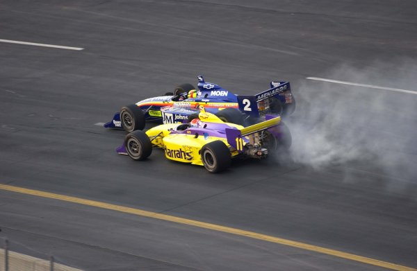 IRL SunTrust Indy Challenge at Richmond International Raceway, Richmond,Virginia, USA 29 June,2002 Mark Dismore (2) and Greg Ray nearly lock wheels in turn one in the opening laps.