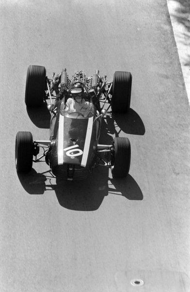 Jochen Rindt, Cooper T81B Maserati, corrects a slide.