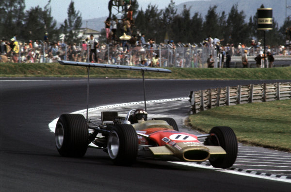 1968 Mexican Grand Prix.Mexico City, Mexico.1-3 November 1968.Jackie Oliver (Lotus 49B Ford) 3rd position.Ref-68 MEX 10.World Copyright - LAT Photographic