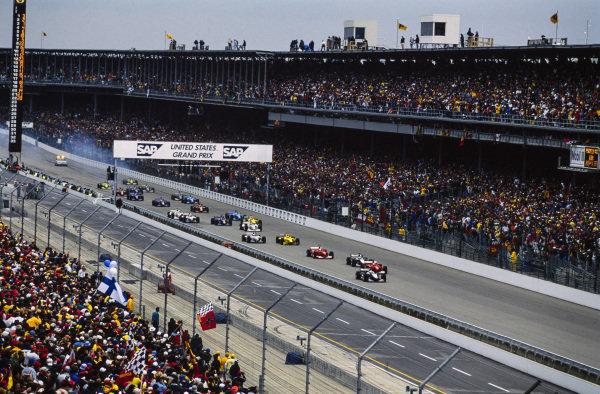 David Coulthard, McLaren MP4-15 Mercedes, leads Michael Schumacher, Ferrari F1-2000, Mika Häkkinen, McLaren MP4-15 Mercedes, Rubens Barrichello, Ferrari F1-2000, Jarno Trulli, Jordan EJ10 Mugen-Honda, Jenson Button, Williams FW22 BMW, and the rest of the field at the start of the race.
